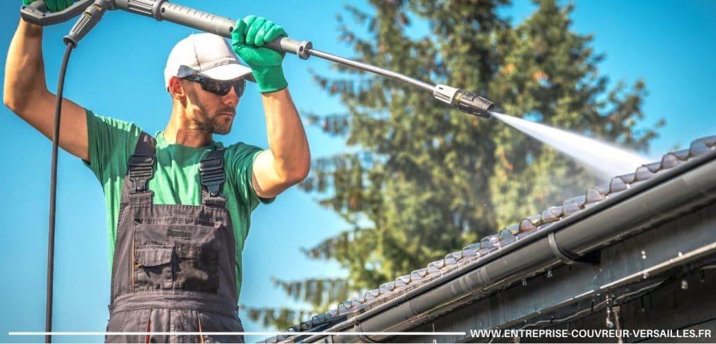 nettoyage toiture versailles avec spray haute pression