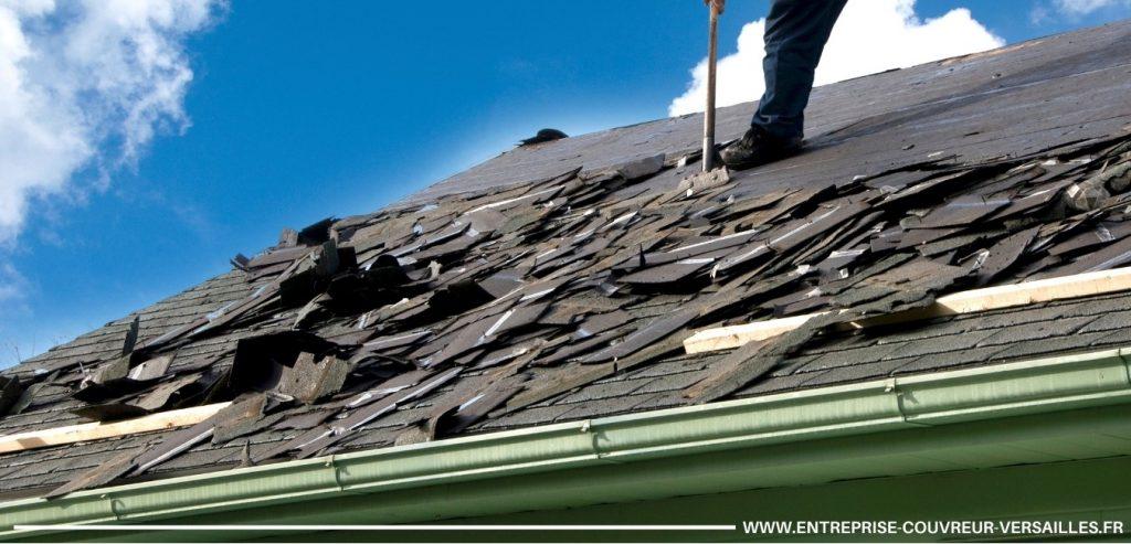 toit noire étant endommagé raclé par couvreur 8