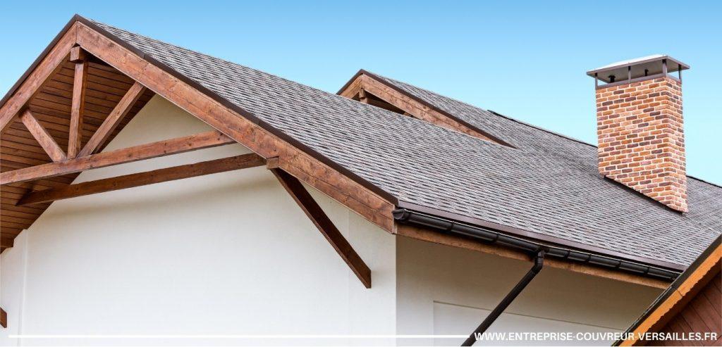 toiture noire versailles avec charpente apparente